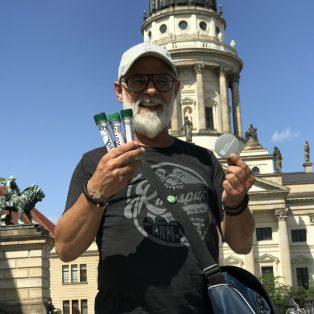 Dieser Umweltaktivist will Münchens Straßen von Zigarettenstummeln befreien