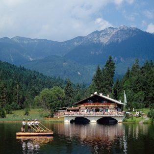 8 gmiatliche Wirtshäuser im Oberland, die dir den Wiesn-Abschied erleichtern