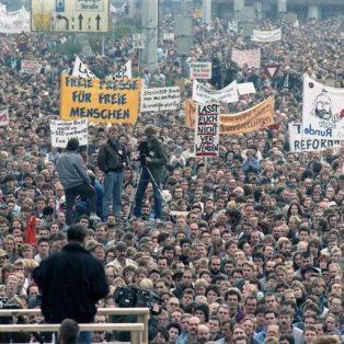 """""""Dem alten Deutschland noch einmal den Kopf zu kraulen"""": Erinnerungen an den 9. November 1989"""