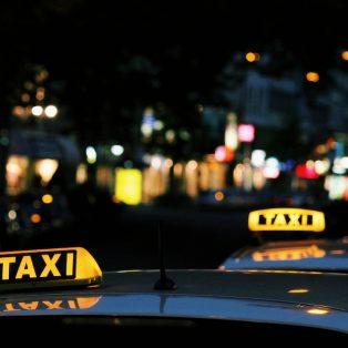 Komm gut heim: Ab nächstem Jahr gibt es von der Stadt finanzierte Taxigutscheine für Frauen*