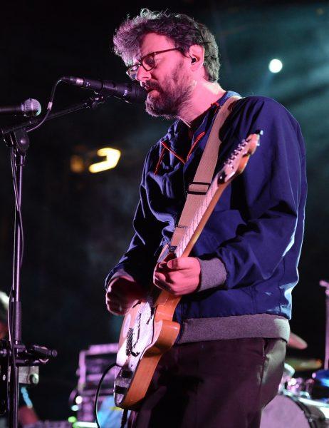 Markus Acher von The Notwist – Kurator vom Alien Disko Festival – auf der Bühne.