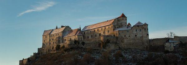 Burg Burghausen, die längste Burganlage der Welt. Ein tolles Tiel für Ausflüge ins Münchner Umland im Frühling.