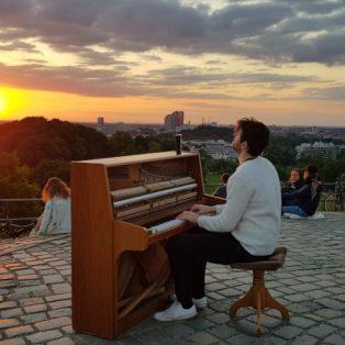 Münchner Gesichter: Florian Christl – morgens um vier, mit dem Klavier auf dem Olympiaberg