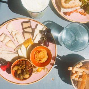 Vegane Käseplatte und das gewisse Extra: das Om nom nom in Sendling