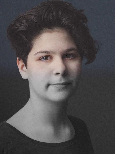 Portrait Eva Metz. Fotocredit: Denis Pernath und Max Hofstetter