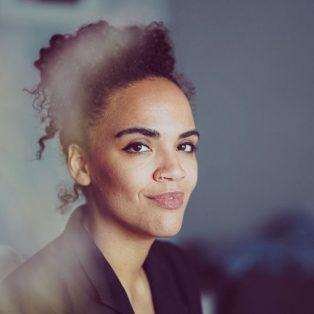 Deutschlands erstes Magazin für afrodeutsche Frauen: Ciani-Sophia Hoeder vom RosaMag im Interview