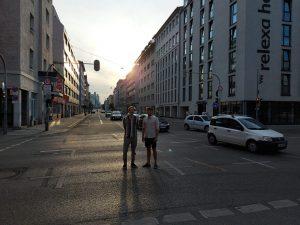 Linus (links) und Markus auf der Schwanthaler Straße