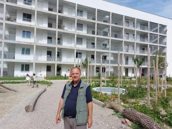 Claus Fincke vor seinem Wohnhaus