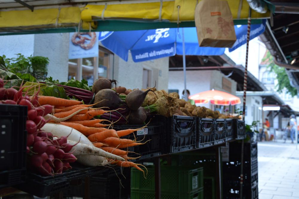 Marktstand auf dem Elisabethplatz
