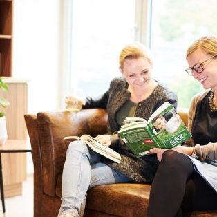 """Das """"Beans and Books"""" – ein Büchercafé, das Inklusion lebt"""