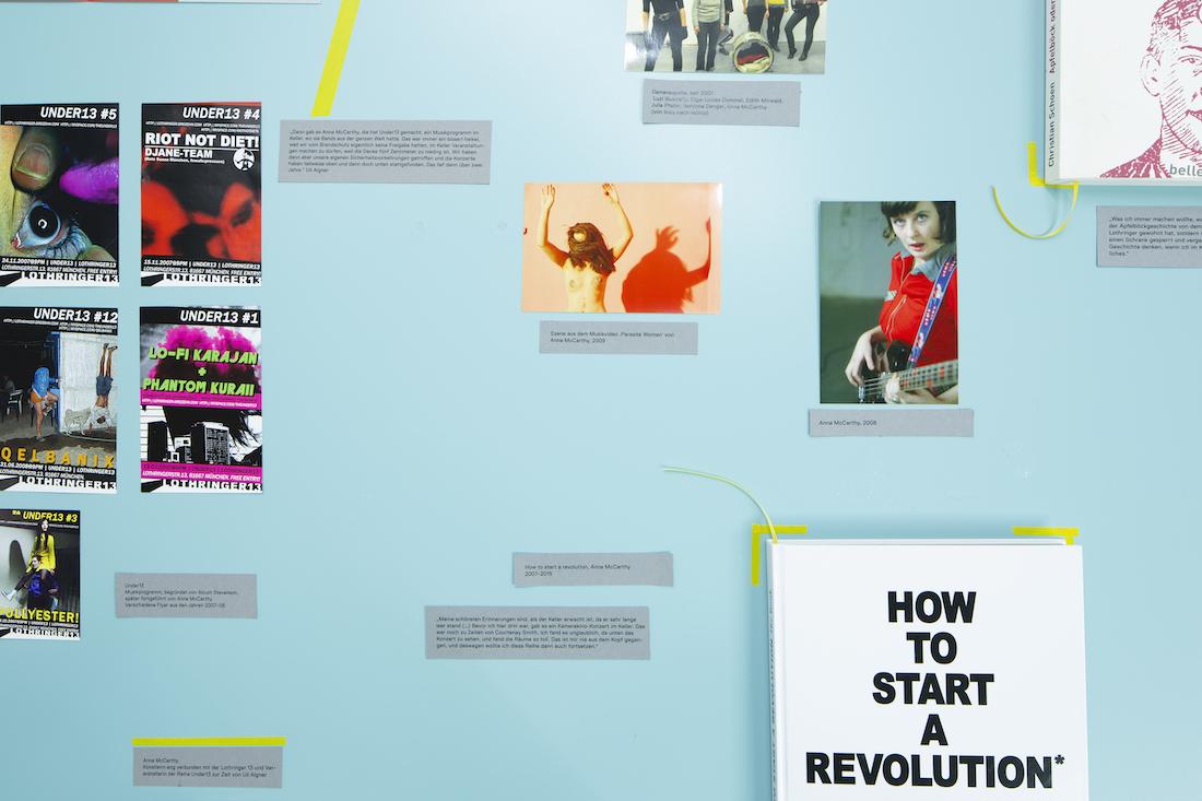 """Foto vom """"Archiv der subjektiven Erinnerungen"""" von UnDesignUnit im Rahmen der Ausstellung """"over13 – reflections on an art space"""""""