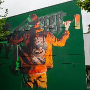 Am Gesundheitshaus: Street Art mit Schnapswerbung übermalt