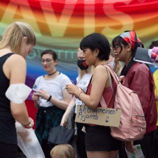 Münchner Gesichter mit Kerstin und Sophie von Slutwalk München